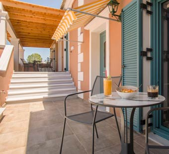 balcony-deluxe-suite